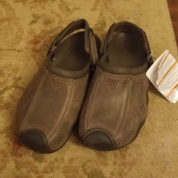 1de9be38eee5 NWT Crocs Men s Swiftwater Leather Clogs Size 9